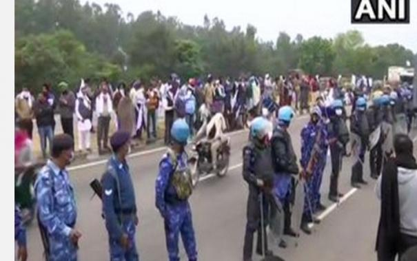 farmers-gather-to-proceed-to-delhi-for-demostration-security-deployed