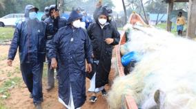 fishermen-blocked-puduchery-cm-narayanasamy-s-car