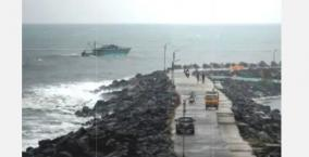 hurricane-nivar-began-to-make-landfall-north-of-pondicherry-crossing-the-coast-until-early-morning