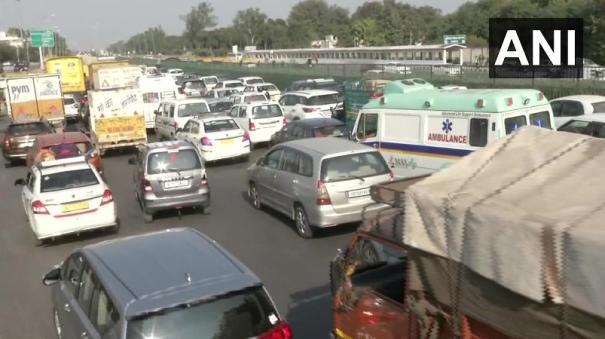traffic-heavy-at-kalindi-kunj-near-delh