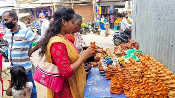 karthigai-festival-light-sales-picks-up