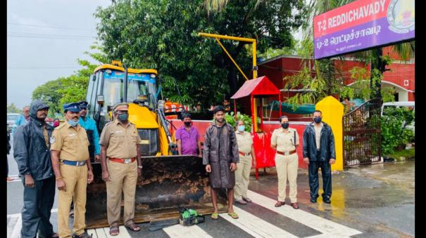 heavy-rain-in-cuddalore-district-rescue-equipment-ready-at-all-police-stations