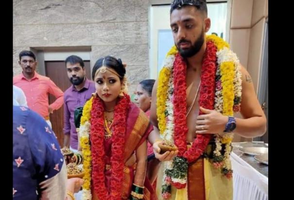cricketer-varun-chakravarthy-gets-married-to-his-girlfriend
