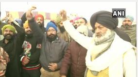 farmers-start-day-long-relay-hunger-strike