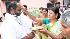 farmers-thank-cm-minister-udayakumar-for-cancelling-kallikudi-sipcot