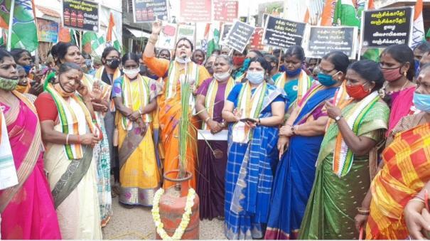 mahila-congress-protest-in-karaikkal
