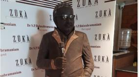 statue-of-339-kg-chocolate-with-the-image-of-the-singer-spb