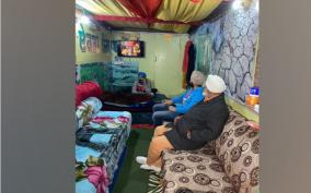 punjab-farmer-trurns-containner-truck-into-makeshift-home-at-singhu-border
