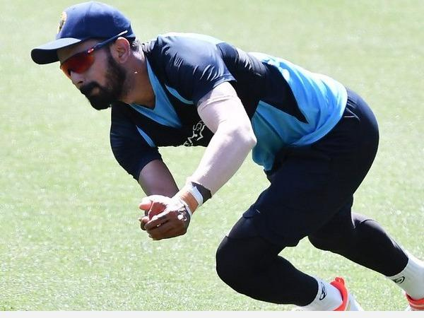 ind-aus-test-series-k-l-rahul-out-with-sprained-left-wrist