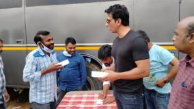 sonu-sood-gifts-100-smart-phones-to-aacharya-crew