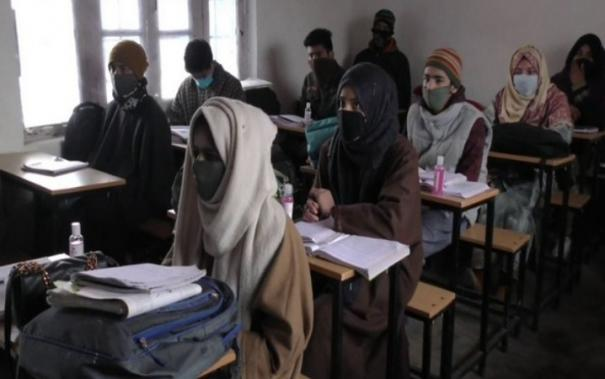 army-provides-free-tuition-classes-for-poor-students-in-j-ks-baramulla