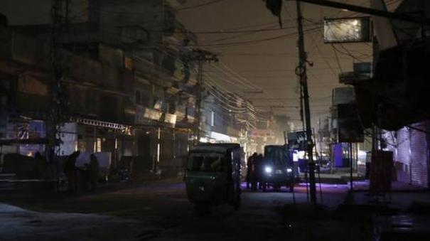 massive-blackout-in-pakistan