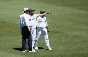 at-least-six-people-removed-from-scg-after-siraj-rahane-complain-of-unruly-behaviour