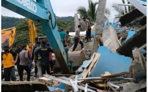 indonesian-teams-find-more-bodies-clear-roads-after-quake