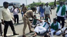 farmers-protest-with-paddy-crops-on-chidambaram-bypass-road