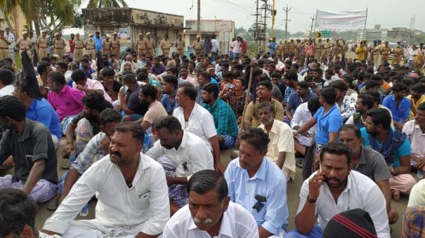 kottaipattinam-fishermen-block-road-in-protest-of-sri-lankan-navy-crashing-fishermen
