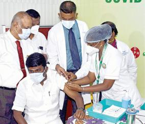 vijayabaskar-getting-vaccine