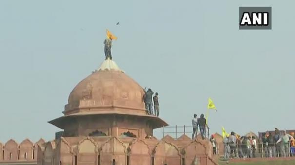 protesting-farmers-enter-red-fort-man-climbs-flagstaff-to-hoist-flag