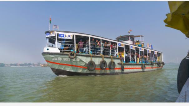 kolkata-gets-its-first-young-readers-boat-library-with-over-500-books