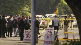 team-of-delhi-police-s-special-cell-visits-blast-site-near-israel-embassy