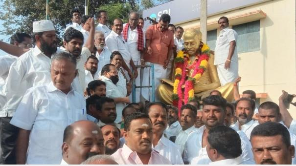 anna-death-anniversary-observed-in-theni