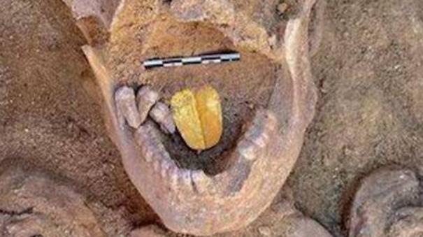 2000-year-old-mummy-with-a-gold-tongue-unearthed-in-egypt