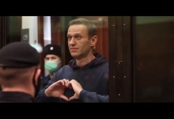 jailed-russian-opposition-leader-alexei-navalny-makes-a-heart-sign-for-his-wife