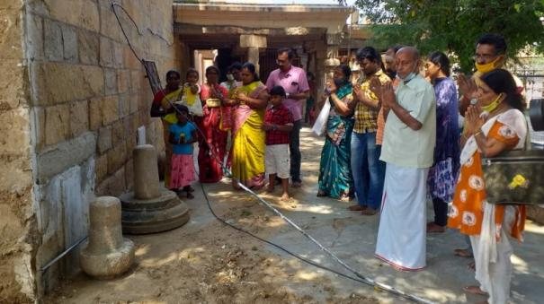 discovery-of-ancient-shiva-lingams-at-thiruvanaikaval-temple-premises