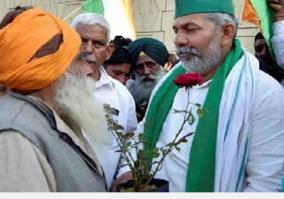 farmers-at-ghazipur-plant-flowers-in-response-to-iron-nails