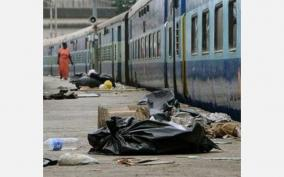 garbage-piled-up-on-trains