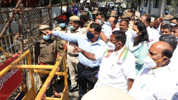puducherry-cm-narayanasamy-has-ordered-the-police-to-remove-blocks-placed-in-places-including-the-assembly-by-tomorrow