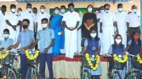 vijayabhaskar-encourages-school-students