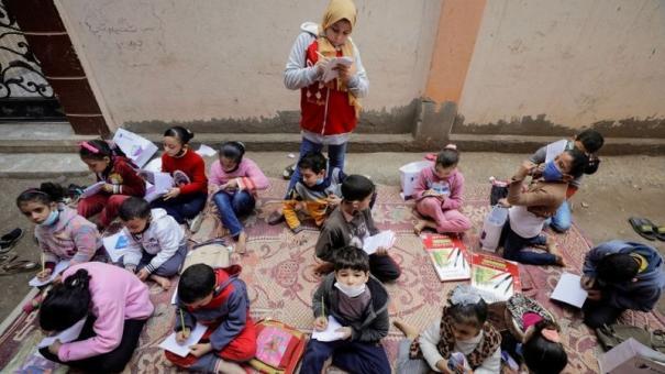 egyptian-12-year-old-teaches-neighbors-during-school-closure