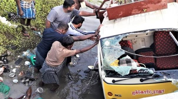 5-women-killed-as-load-auto-overturns-near-maniachchi
