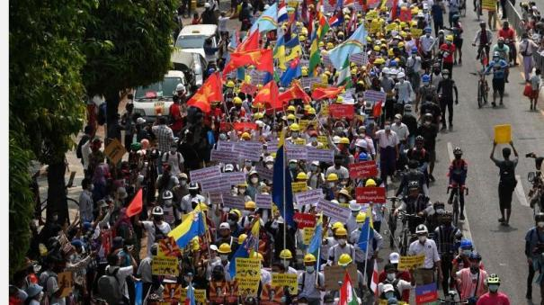 massive-crowds-gathered-wednesday-on-the-streets-of-yangon