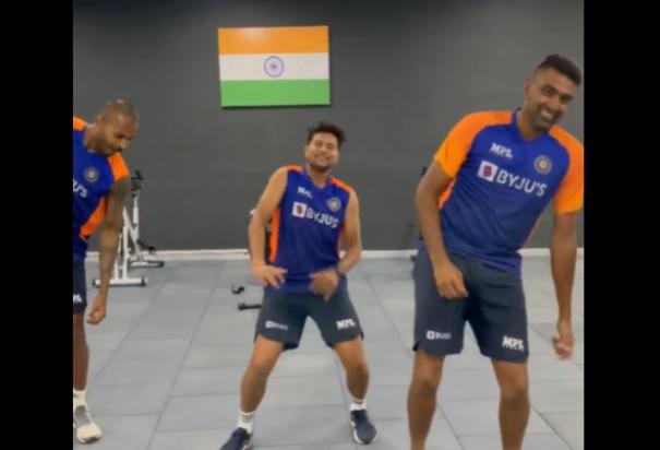 pandya-kuldeep-ashwin-dancing