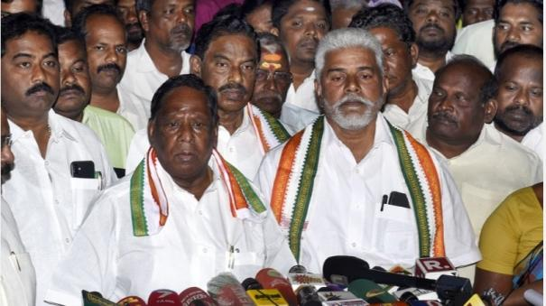cm-narayanasamy-holds-meeting-with-deputy-speaker