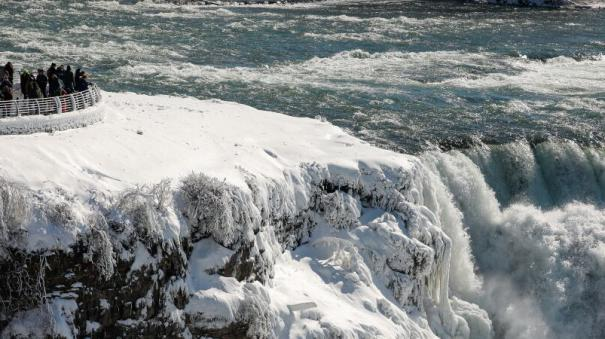 niagara-falls-freezes