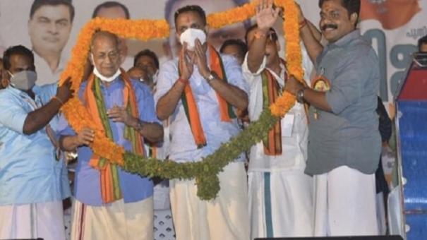 metro-man-e-sreedharan-formally-joins-bjp