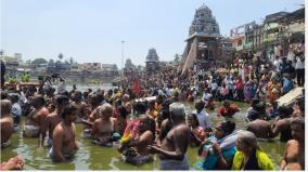 masi-magam-thousands-swim-in-the-kumbakonam-magama-magam-pool