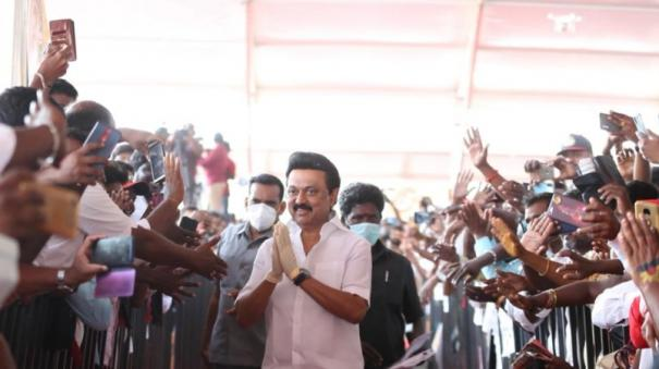 chief-minister-palanisamy-locks-up-aiadmk-office-for-fear-of-sasikala-stalin