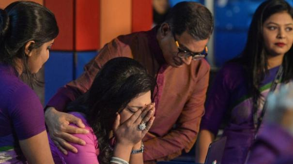 to-cheers-from-colleagues-bangladesh-s-first-transgender-news-anchor-breaks-dow