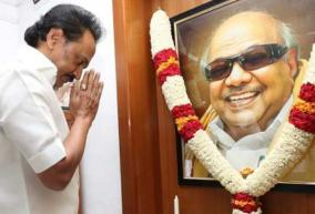 stalin-blessed-to-put-candidate-list-in-front-of-karunanidhi-portrait