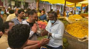 kamal-haasan-walking-in-the-flower-market-areas-of-coimbatore-and-collecting-votes-drank-tea-with-people