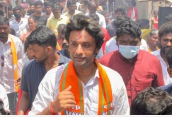 port-bjp-candidate-vinoj-selvam-playing-badminton-collects-votes-from-youth