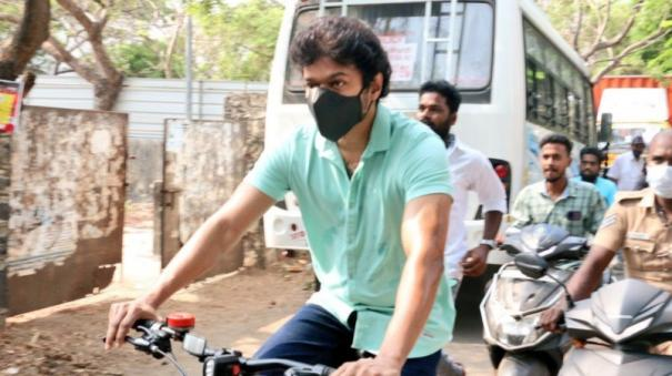 why-vijay-comes-in-cycle-to-cast-his-vote