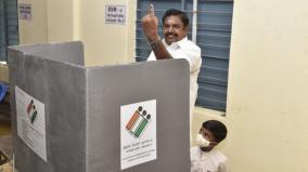 chief-minister-palanisamy-stood-in-line-with-the-family-and-cast-his-vote