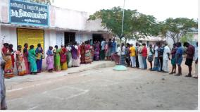 voters-congregated-at-the-polls-without-observing-the-social-distance