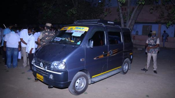 caltaxi-that-came-with-boxes-for-voting-machines-a-stir-at-the-salem-west-constituency-polling-station