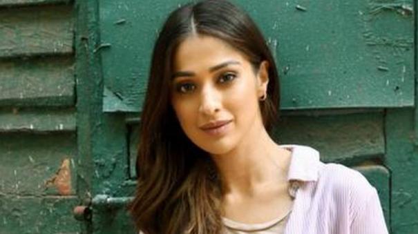 raai-lakshmi-tweet-about-her-engagement
